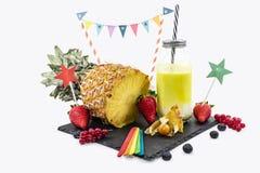 Ananasyoghurt in een glaskruik royalty-vrije stock afbeelding