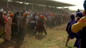 Anandpur Sahib, Ινδία - 20180302 - Hola Mohalla - σιχ φεστιβάλ - η συναγωνιμένος Δεσποινίς Camera αλόγων μόλις απόθεμα βίντεο