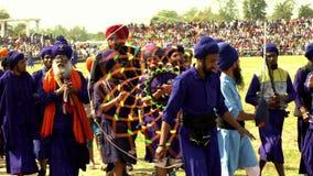 Anandpur Sahib, India - 20180302 - Hola Mohalla - Sikh Festival - Mensengang met Chakari stock footage