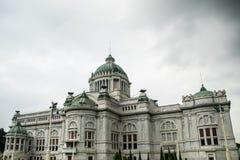 Ananta Samakhom宫殿在晚上 免版税库存图片