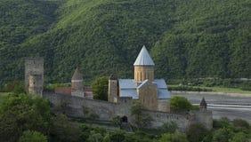 Ananuri fästning med kyrkan nära Tbilisi, Georgia Arkivbilder