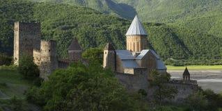 Ananuri fästning med kyrkan nära Tbilisi, Georgia Royaltyfria Bilder