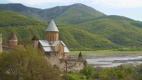 Ananuri-Festung ist in Georgia auf der georgischen Milit?rlandstra?e stock footage