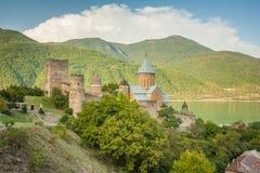 Ananuri forntida kyrklig slott i georgia Fotografering för Bildbyråer