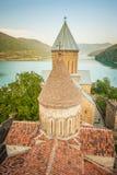 Ananuri forntida kyrklig slott i georgia 100f 2 8 28 för kameraafton f för 301 ai velvia för sommar för nikon s för fujichrome fö Arkivbilder