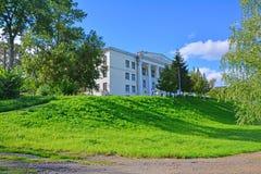 Ananyin kwadrat i dom kultura w centre Torzhok miasto, Rosja Obraz Stock