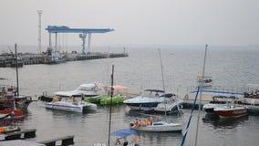 ANAPA, РОССИЯ - 29-ОЕ ИЮЛЯ 2016: морской порт в курортном городе Anapa акции видеоматериалы
