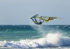 Anapa, Rosja, Grudzień 10, 2017: Windsurfing, sport rywalizacje Zdjęcie Stock