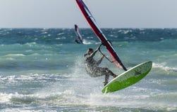Anapa, Rosja, Grudzień 10, 2017: Windsurfing, sport rywalizacje Zdjęcia Royalty Free
