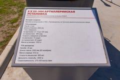 Anapa Rosja, Kwiecie?, - 28, 2019: Ewidencyjny talerz opisuje 2, 25 mm statku artyleryjskiego przeciwlotniczego pistolet w parku  obraz stock