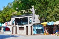 Anapa, Rosja, Lipiec, 14, 2018 Dom strach w miasto parku Anapa zdjęcie royalty free