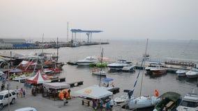 ANAPA ROSJA, LIPIEC, - 29, 2016: port morski w miejscowości wypoczynkowej Anapa zdjęcie wideo