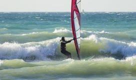 Anapa, Rusia, el 10 de diciembre de 2017: Windsurf, competencias de deportes Foto de archivo libre de regalías