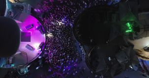Anapa, Russland am 22. Juli 2018: Eine Menge von Leuten nahe dem Stadium am Konzert stock footage