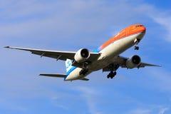 ` Anaranjado del orgullo del ` de KLM Boeing 777 Imagenes de archivo