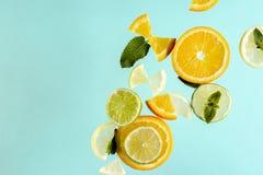 Anaranjado, fresco, jugoso, vegano, fruta, restaure, sano, salud, azul, amarilla, imágenes de archivo libres de regalías
