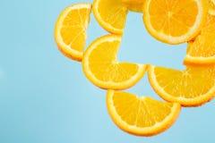 Anaranjado, fresco, jugoso, vegano, fruta, restaure, sano, salud, azul, amarilla, imagen de archivo libre de regalías
