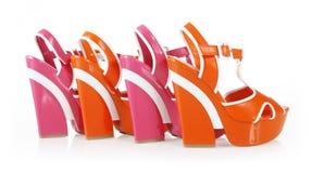 Anaranjado y fucsia colorea los zapatos de la plataforma Fotos de archivo libres de regalías