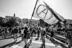 Anarchieflagge öffentlich demostration lizenzfreie stockfotografie