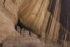 Anasazi-Höhlenwohnung in der Schlucht de Chelly, Arizona - Horizont Stockbild