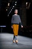 Anastasia Ivanova (Modell) geht die Rollbahn für das Sammlung an der 080 Barcelona die Mode-Woche der 2015 Fall-Winter Lizenzfreie Stockfotos