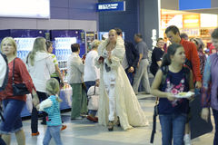 Anastasia Volochkova en el aeropuerto al subir al avión fotos de archivo