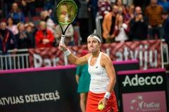 Anastasija Sevastova después del triunfo, durante juego redondo del grupo II del mundo el primer entre el equipo Letonia y el equ fotos de archivo
