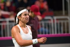 Anastasija Sevastova, durante jogo redondo do grupo II do mundo o primeiro entre a equipe Letónia e a equipe Eslováquia imagens de stock royalty free