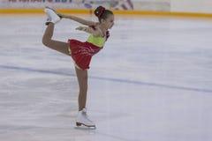 Anastasiya Bulanova de Rússia executa o programa de patinagem livre das meninas da classe III do ouro Fotografia de Stock Royalty Free