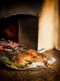 Anatra al forno appetitosa farcita con grano saraceno e le mele fotografia stock