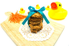 Anatra della gomma e del biscotto Fotografia Stock Libera da Diritti