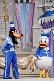 Anatra di Donald e sciocca in mondo del Disney Immagine Stock