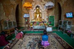 Anbetung in Bagan Lizenzfreies Stockbild