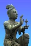 Anbietendes zum riesigen Buddha Stockfotos