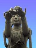 Anbietendes zum riesigen Buddha lizenzfreie stockfotos
