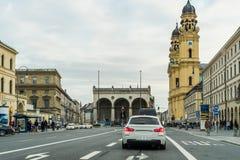 Anblick auf Theatinerkirche, Kirche und odeonsplatz in München, Bayern, Deutschland lizenzfreie stockfotografie