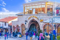 Ancara/Turquia 2 de fevereiro de 2019: Vizinhança turística para comprar em torno do castelo de Ancara com o museu Muzesi de Rahm imagens de stock royalty free