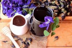 Anchan kwiatów woda i świezi anchan kwiaty purpurowi Zdjęcia Stock