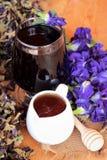 Anchan kwiatów woda i świezi anchan kwiaty purpurowi Obrazy Stock