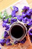 Anchan kwiecenia woda i świezi anchan kwiaty purpurowi Obraz Royalty Free