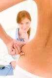 Anche pazienti di compressione di consultazione della chirurgia plastica Fotografie Stock Libere da Diritti