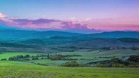 Anche sopra i campi e le colline della Toscana Lasso di tempo archivi video