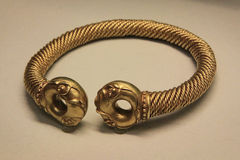 Anchient golden bracelet Royalty Free Stock Images