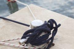 Anchorage com corda para o barco fotografia de stock