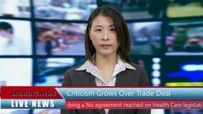 Anchorwoman cinese di notizie in studio archivi video
