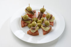 Anchovas, azeitonas enchidas, alcachofras e tomates Foto de Stock