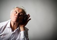 Ancião curioso no branco Imagens de Stock Royalty Free