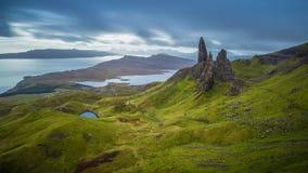 Ancião de Storr, montanhas escocesas em uma manhã nebulosa, Escócia, Reino Unido Imagem de Stock Royalty Free