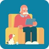 Ancião dos desenhos animados que usa um PC da tabuleta Imagem de Stock Royalty Free