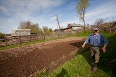 Ancião não identificado Veps - pessoa fino-úgrico pequeno que vive no território da região de Leninegrado em Rússia Fotos de Stock Royalty Free